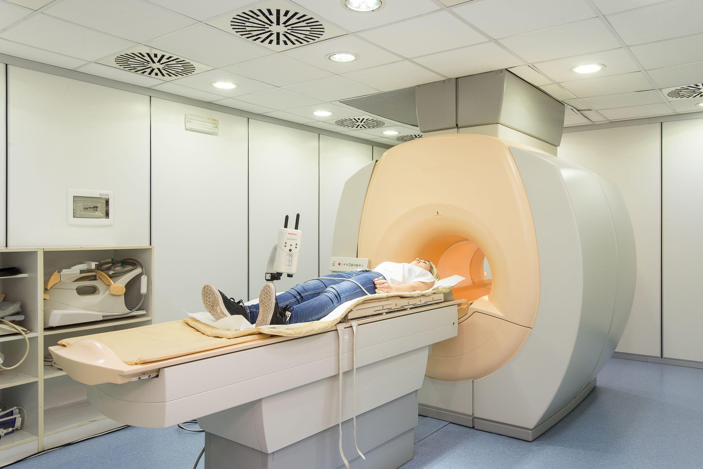 Salerno 2000 - Centro Diagnostico - Risonanza Magnetica 1,5T-2